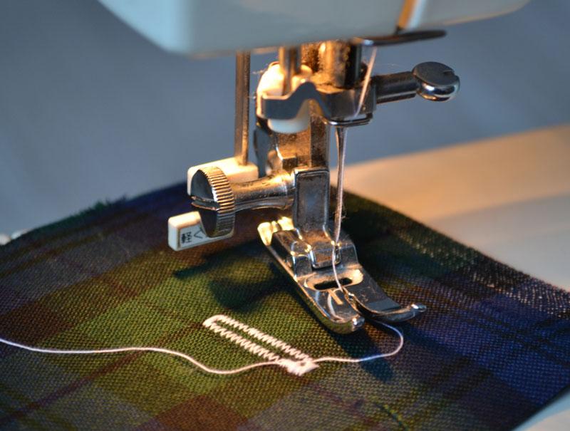 Как на швейной машинке сделать зигзаг