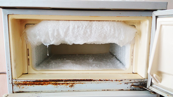 Появился лед на стенках холодильника